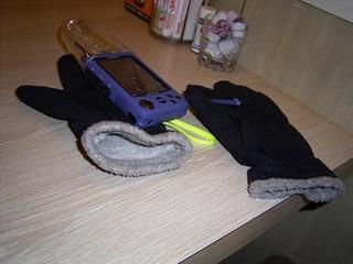 雨の中、ファミレスまで歩きモバした時の写真。プラカップで通信カードを防護してます。